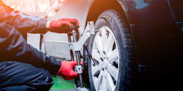 5 Signs that Show your Vehicle Needs Wheel Alignment Service